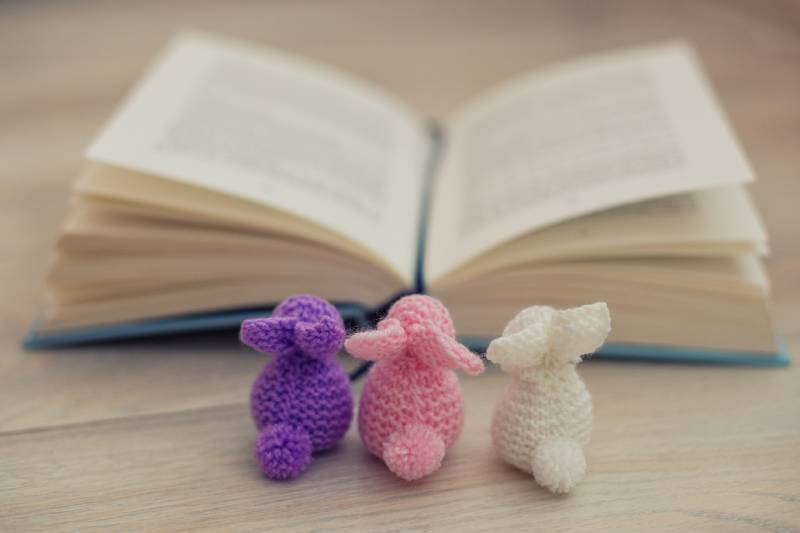 Knitted easter bunnies and an easted book for kids