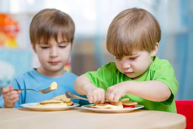 Kids eating healthy snack