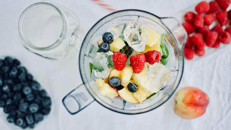 baby food steamer and blender with fruits