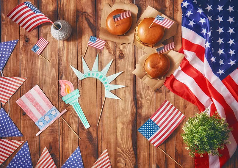 4th of July decorations burgers flags statue of liberty