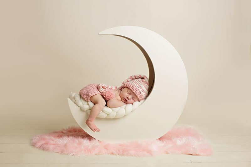 baby girl sleeping on the photoshooting