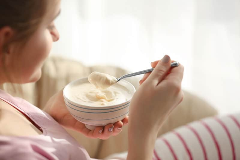 woman eating jogurt from the bowl