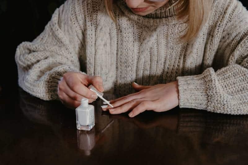 woman doing her nail polish