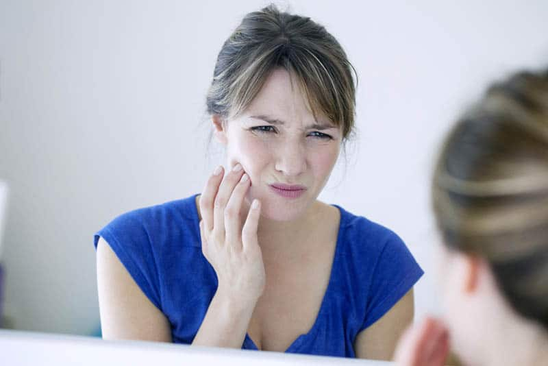 woman feeling pain in jaw