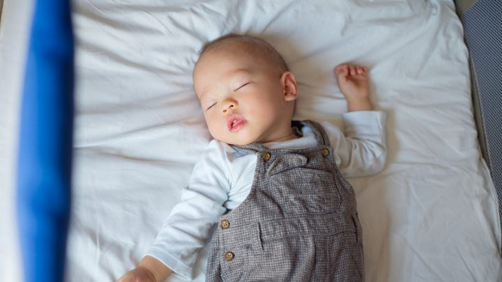 Baby Arching Back While Sleeping – Causes And Solutions