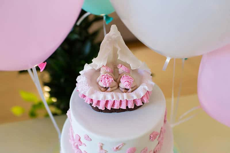 beautiful shower cake for twins with baloons