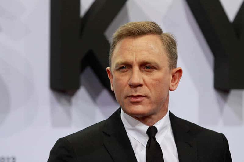 famous actor of popular movie james bond 007